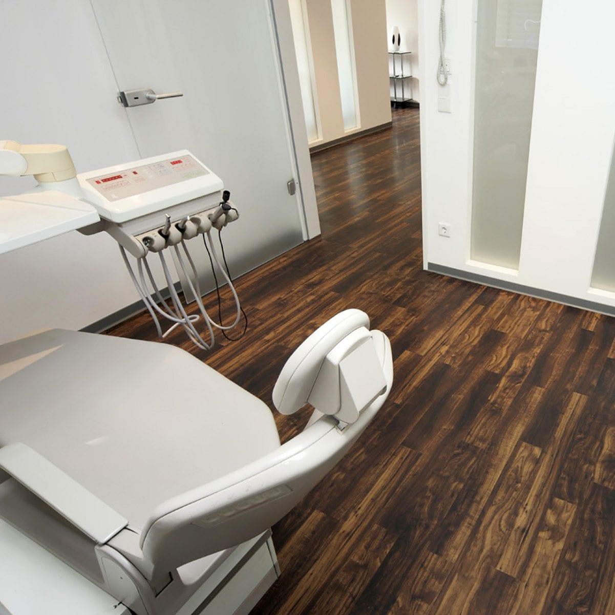 Zahnarztpraxis Frankfurt Behandlungsraum